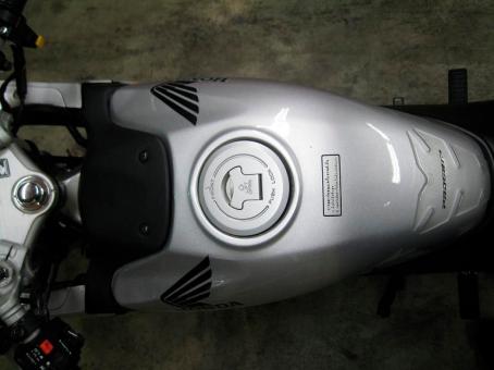 2003-Honda-CBR150R-Tank-lovemotobike