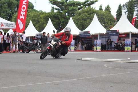 Lovemotobike in action