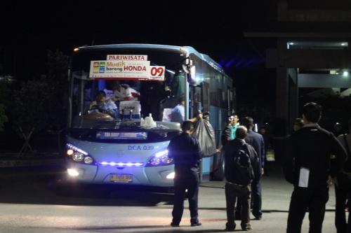 Bus yang digunakan oleh pemudik telah sampai ke JEC